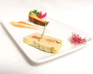 Magret de canard rôti, crémeux de patate douce et jus au miel de romarin
